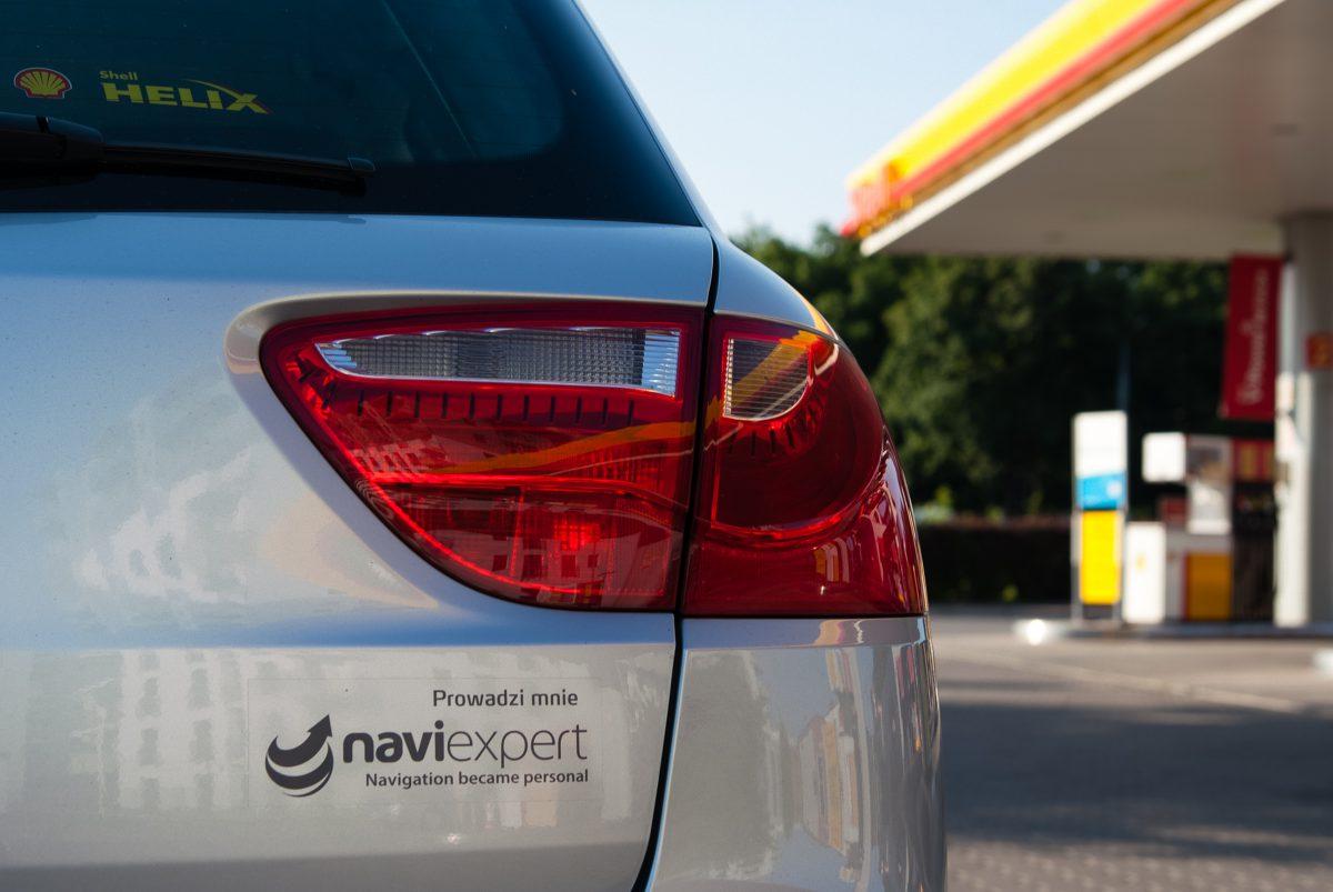 Samochód z oznaczeniem NaviExpert