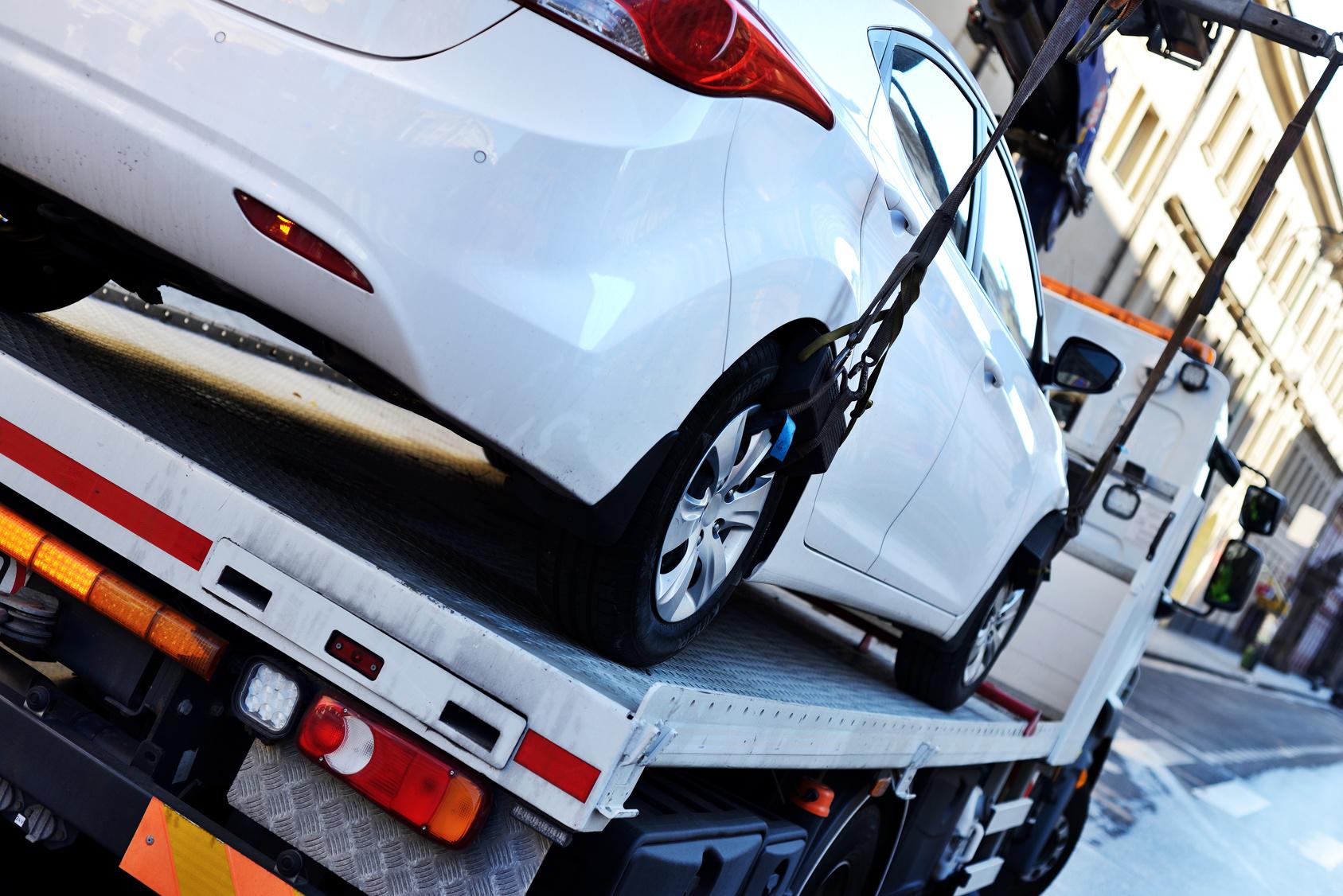 Odholowanie auta na koszt właściciela – postępowanie w praktyce